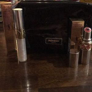 1 lipstick 1 lip gloss 1 black make up bag